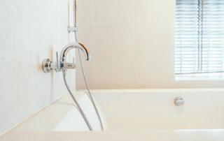 bathroom tile and tub